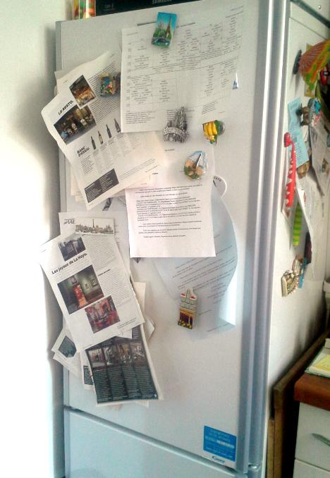Attaccare sul frigo