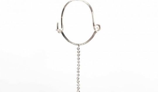 Louise Bourgeois - Collier barre de metal
