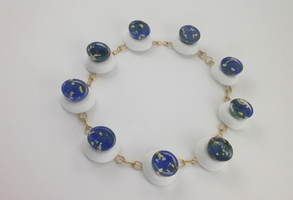 La collana Deep Blue di Eleonora Ghilardi a Favignana