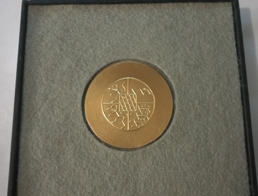 La medaglia d'oro, Bayerische Staatspreis è disegnata dal maestro Hermann Junger
